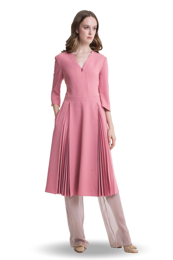 Pink midi dress with flared sleeves and pleats