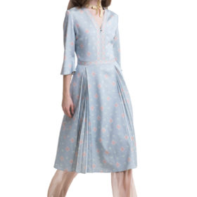 Light blue printed midi dress with flared sleeves and pleats 4