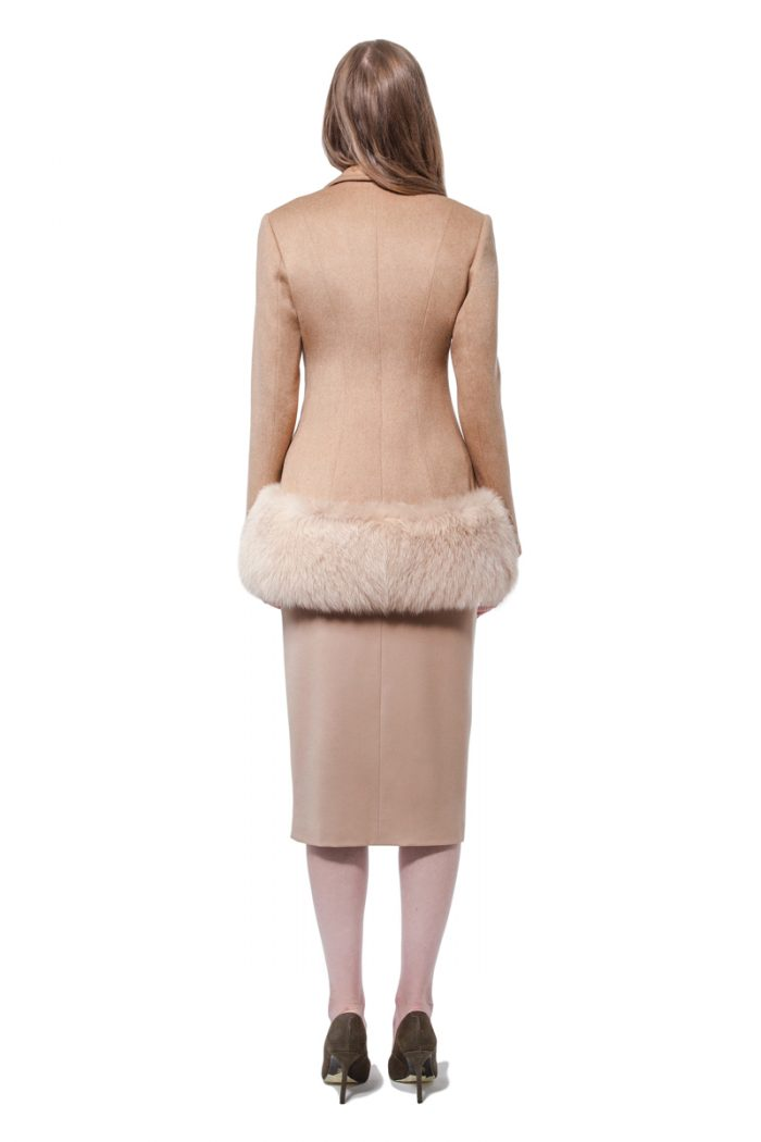 Short cashmere outer jacket with fur decoration