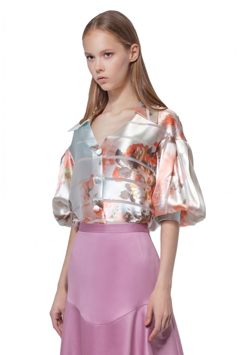Multicoloured blouse with puff sleeves