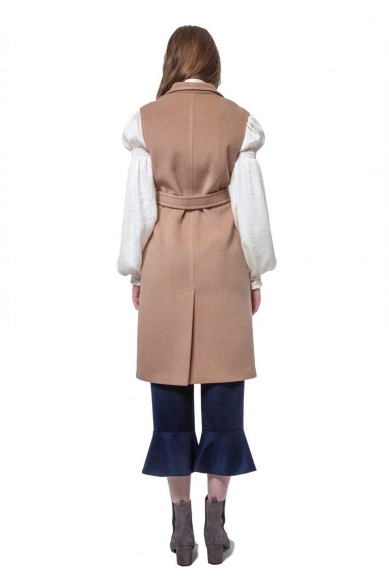 Camel beige cashmere vest with belt and snap closure