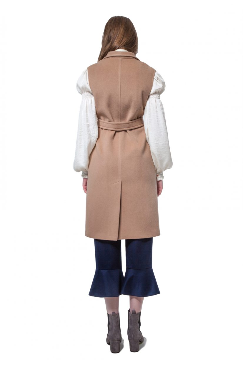 Camel beige cashmere vest with belt and snap closure