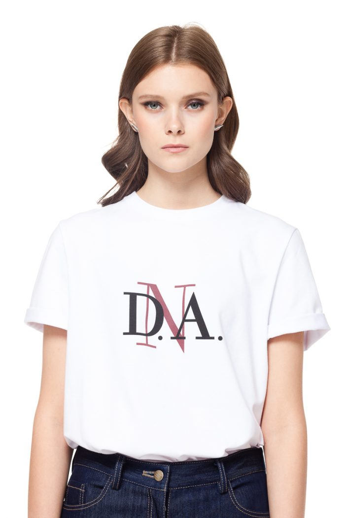 White crew neck T-shirt with DnA logo, rolled sleeves and a logo at the back by DIANA ARNO.