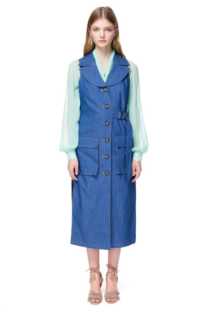 ARLENE sleeveless coat in blue stretch-denim.