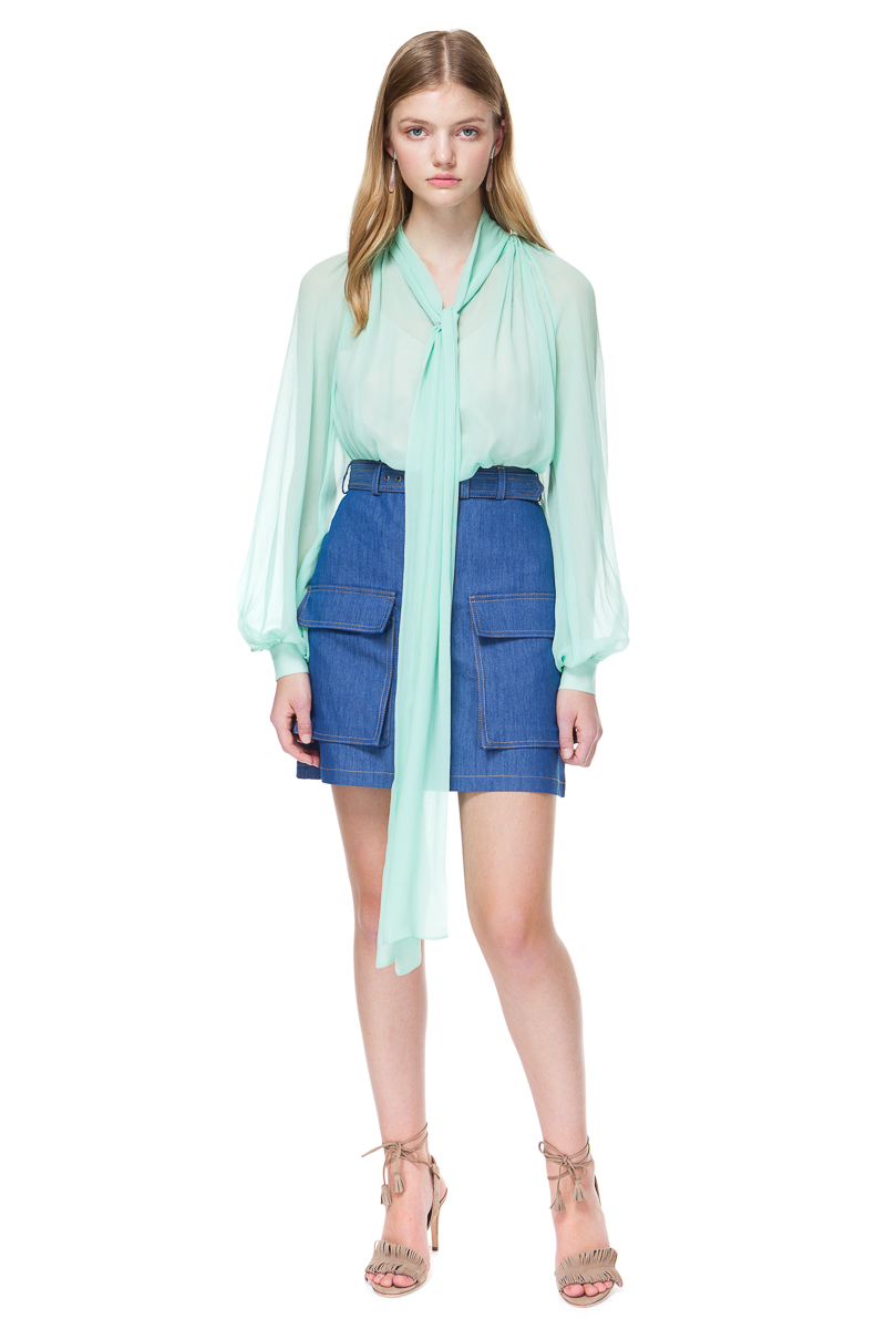 LUISA silk blouse with a tie-bow in flowing silhouette.