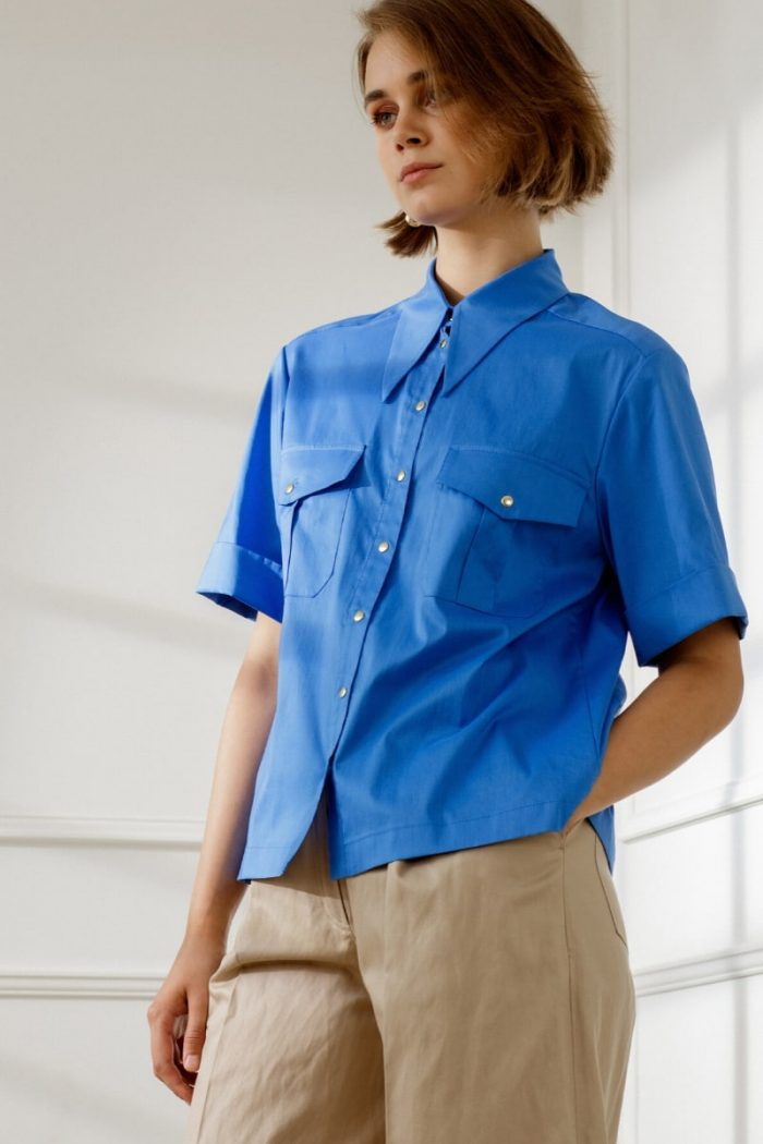 APRIL SHORT-SLEEVED BLOUSE IN ROYAL BLUE