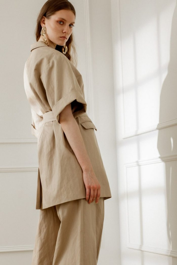 BERTHA SHORT-SLEEVE BLAZER IN SANDY BEIGE